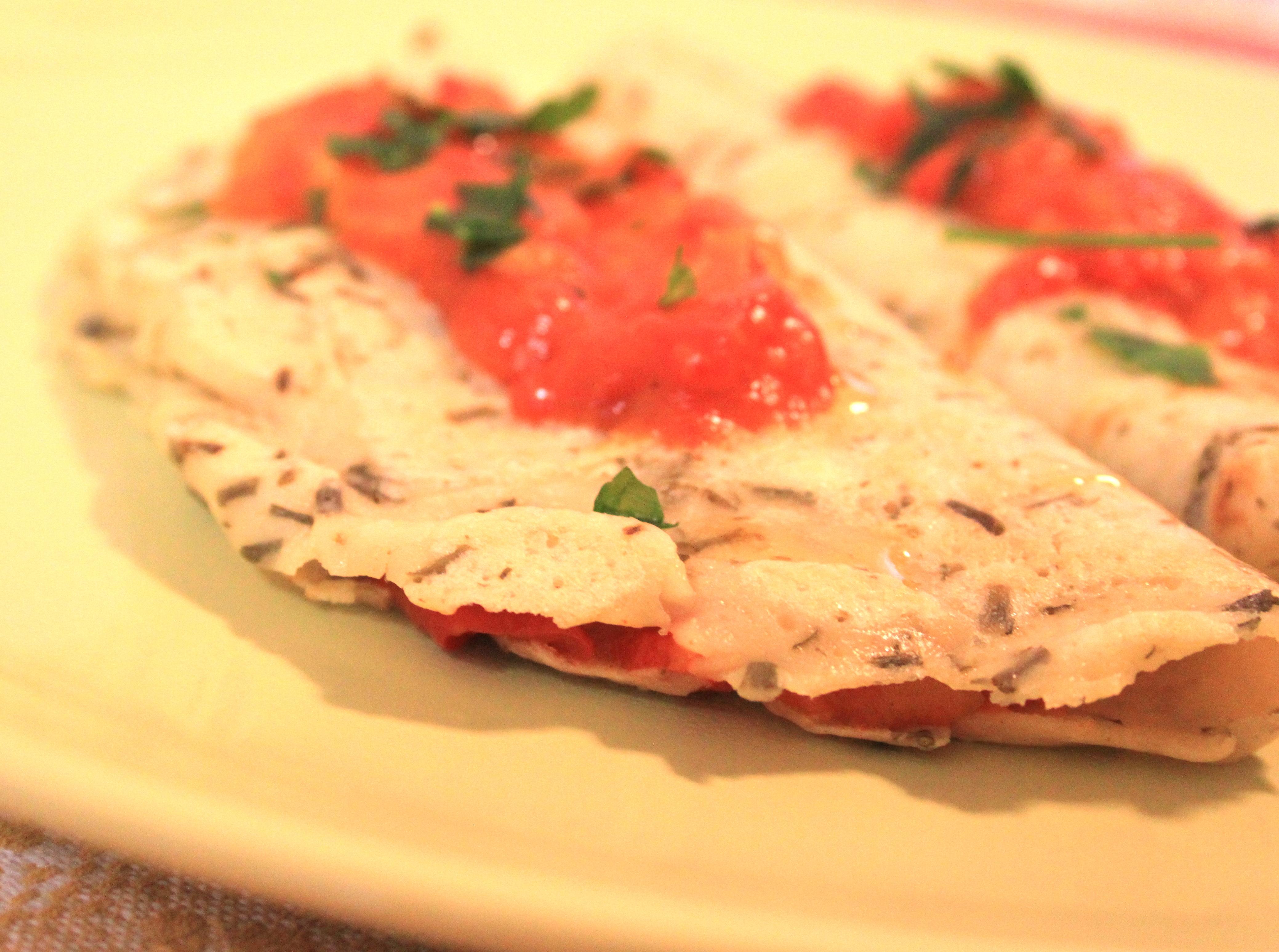 Crespelle vegane con salsa ai peperoni