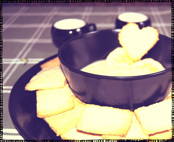 biscotti di pasta frolla vegan con crema al limone
