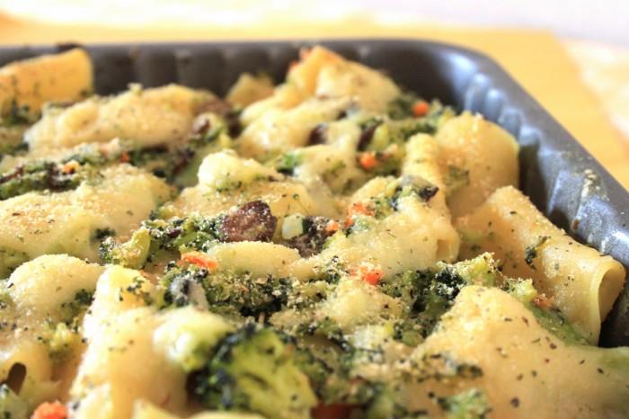 pasta al forno vegan broccoli & funghi
