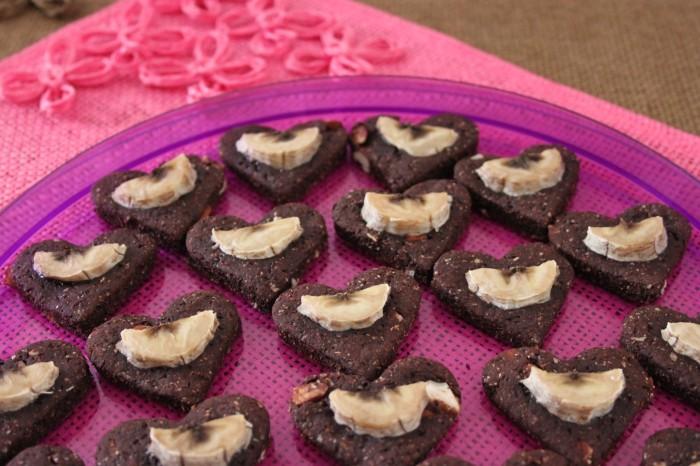 cuori di biscotto vegano cacao e banana