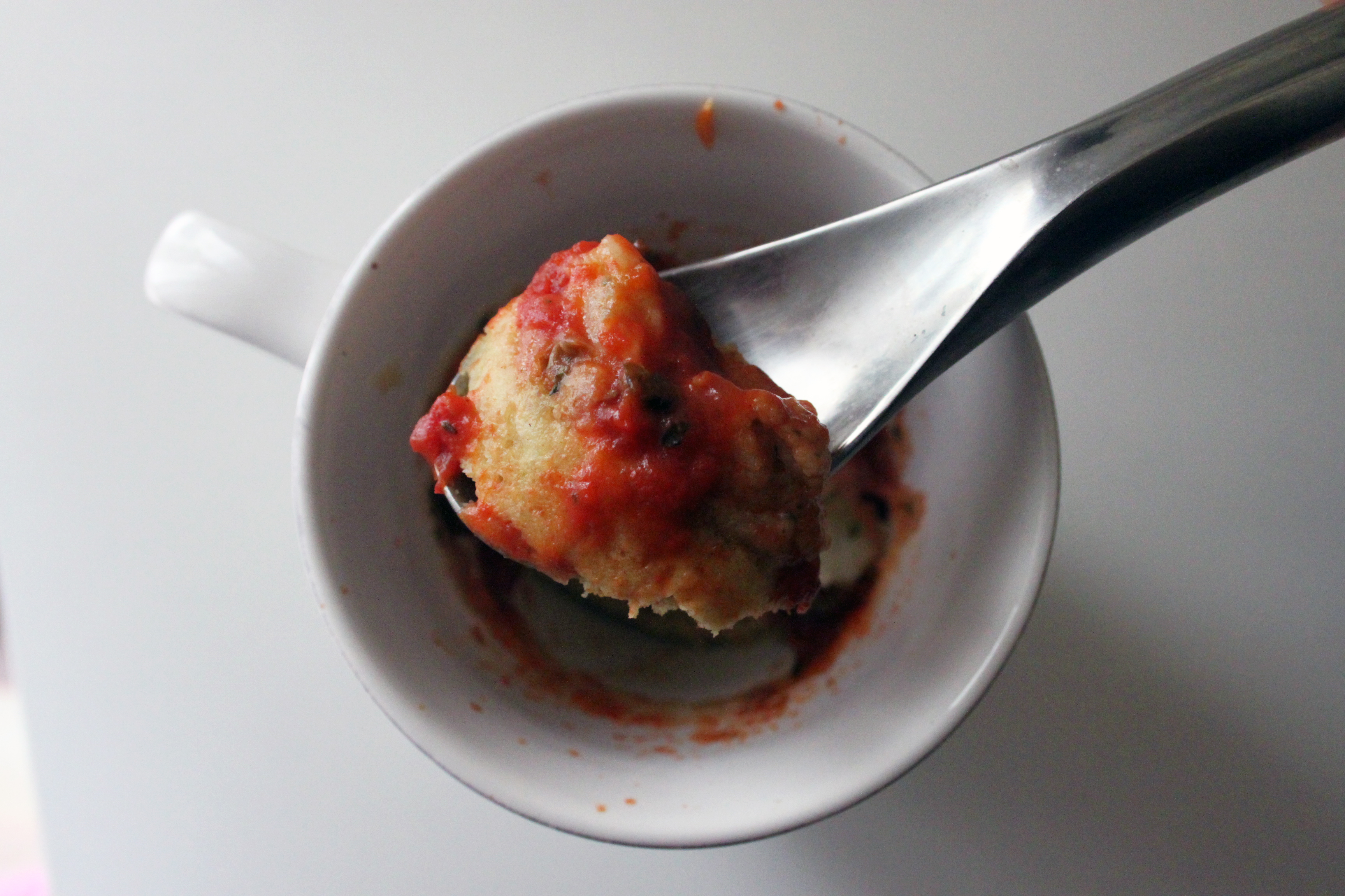 Pizza in tazza vegan al microonde ricetta