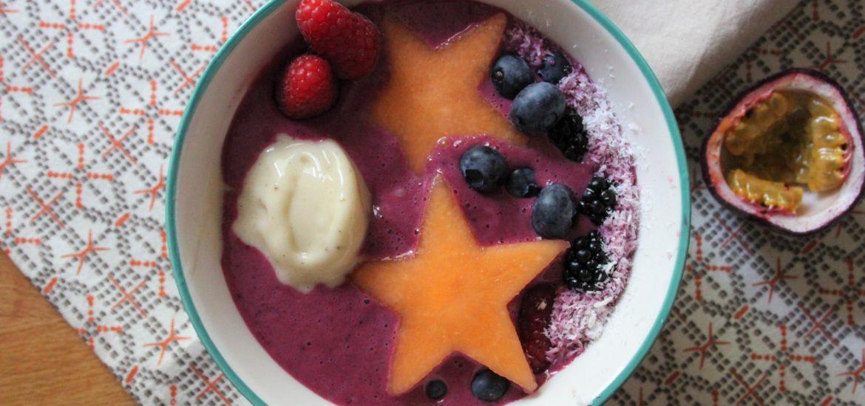 smoothie bowl ai frutti di bosco