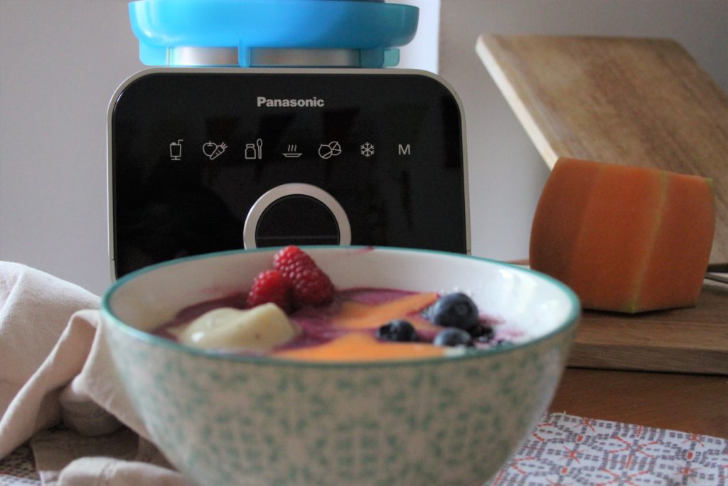 Smoothie bowl ai frutti di bosco
